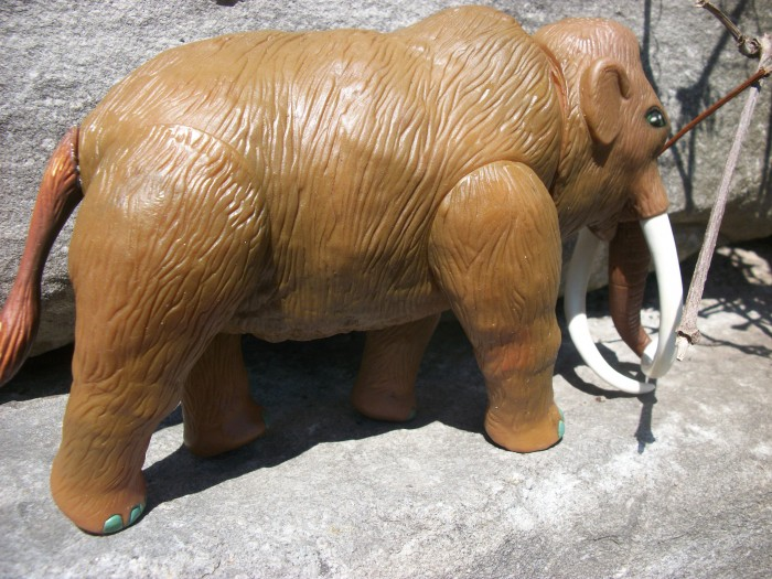 Woolly Mammoth  HG toys  2